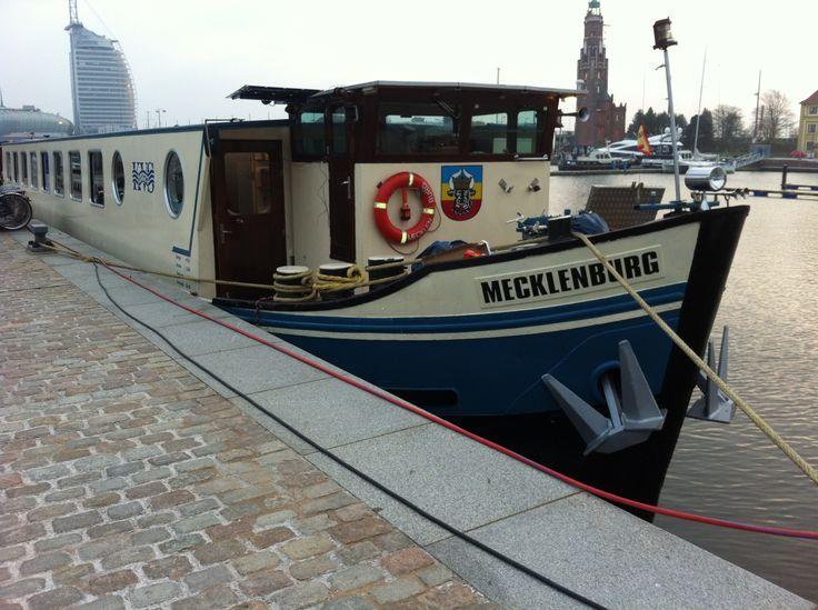 """Die """"Mecklenburg"""" liegt entspannt im Hafen von Bremerhaven und bereitet sich auf die nächste Tour vor!"""
