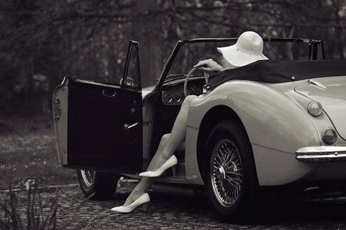 Vintage,black,and,white,classic,car,legs,car, woman-54f27eef73b1b56acb20b02076e0055e_h_large