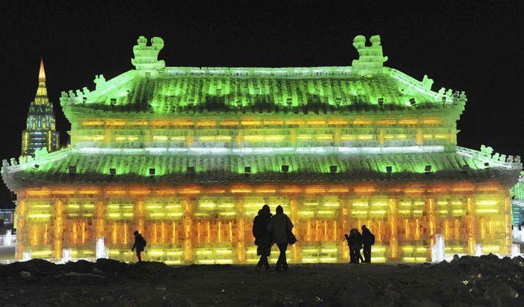 Foto delle sculture di ghiaccio all'Harbin Ice Festival n.17