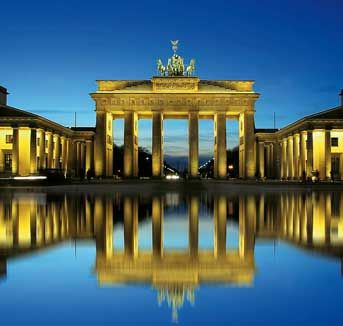 Brandenburg Gate, Berlin (Germany) | #> https://de.pinterest.com/damessd/berlin/