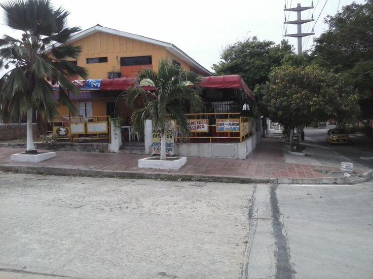 EXCELENTE CASA EN VENTA CON LOCALES Y APARTAMENTOS EN CIUDAD JARDIN Casas en Venta en Barranquilla - INURBANAS S.A.S