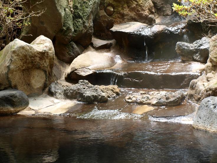 露天岩風呂の流れでる湯