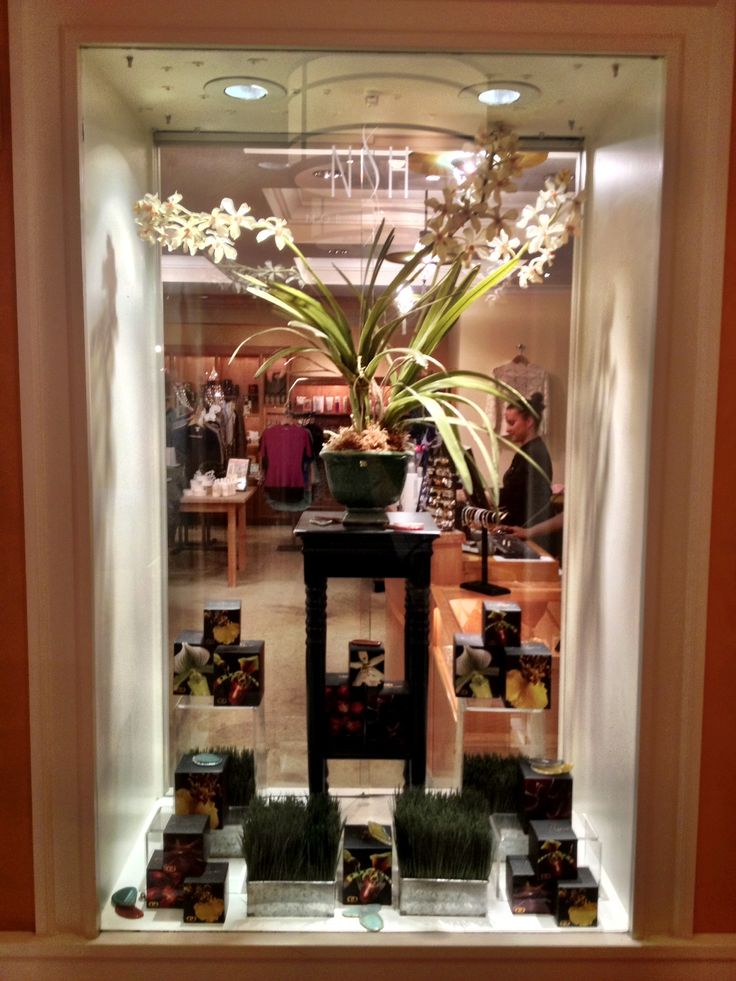 Check out the gorgeous and award-winning Nob Hill Spa at the Huntington Hotel's display window in San Francisco featuring our DayNa Decker Collections!   See more of their beautiful spa here: www.nobhillspa.com