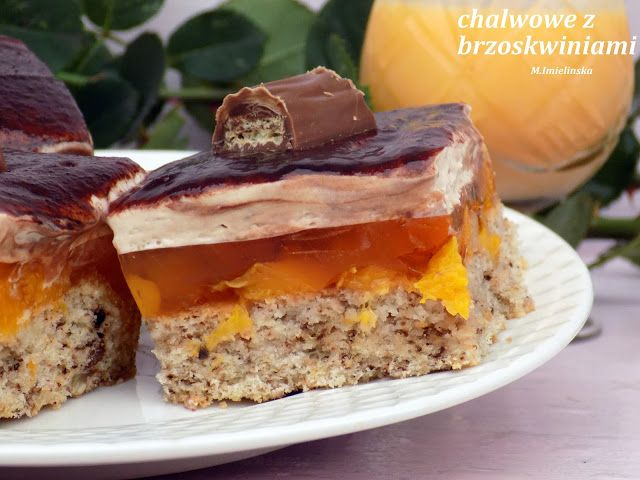 Domowa Cukierenka - Domowa Kuchnia: ciasto orzechowe z brzoskwniami i chałwą