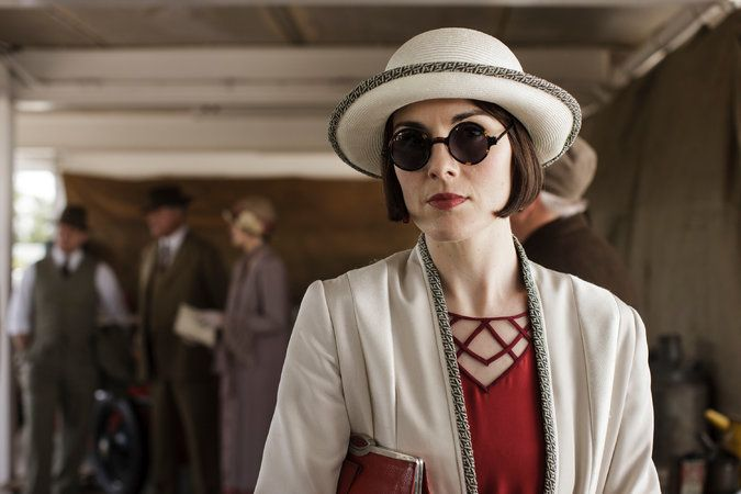 'Downton Abbey' Season 6, Episode 7: Michelle Dockery. The simple lines and high contrast of a cool Winter.