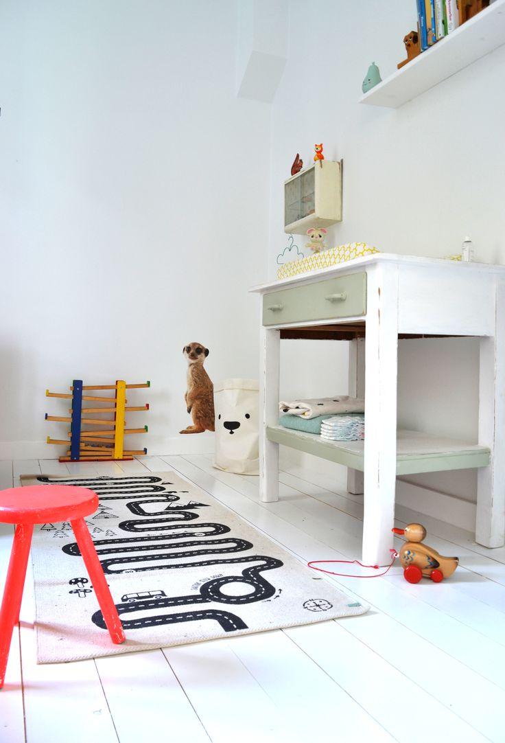 Vintage dresser in kids room. Photoshoot at the home of vintage shop owner Nieke Zwartjes @De Fabricage www.defabricage.nl
