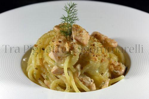 Spaghettoni con salmone fresco, crema di patate, finocchietto e pangrattato tostato