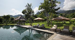 Bali exclusive Villas have private luxury pools which is surrounded by natural scenery.