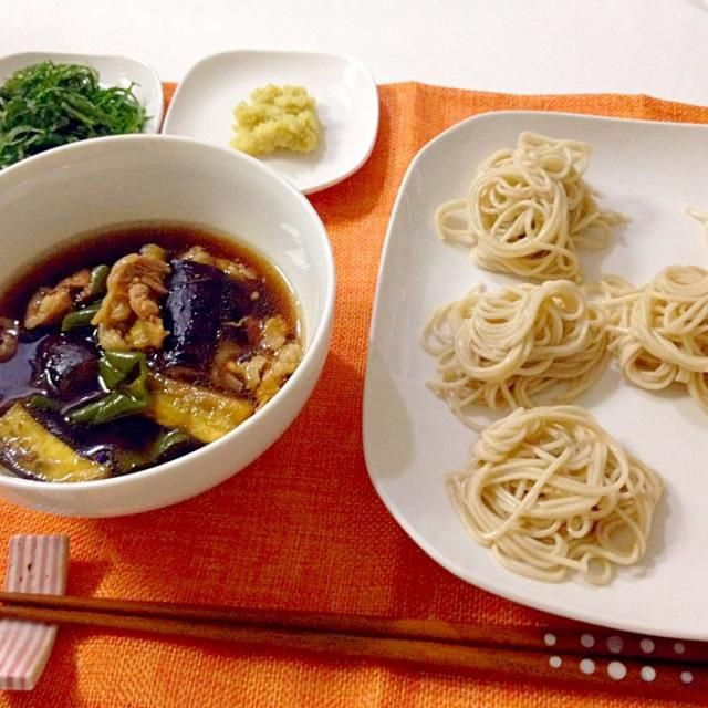 ゆうこりんのレシピ本から拝借。薬味は青じその千切りとすりおろし生姜。休みの日の手軽な夕飯にぴったり! - 14件のもぐもぐ - 豚肉と茄子のつけそば by Akane♡