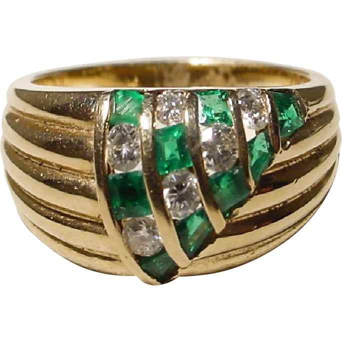 Emerald and Diamond Ring with 18 KT Yellow Gold - Casual Band with Great Design & Outstanding Gems