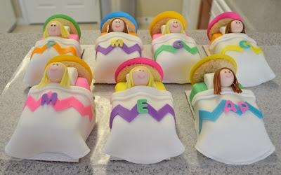 mini slumber party cakes