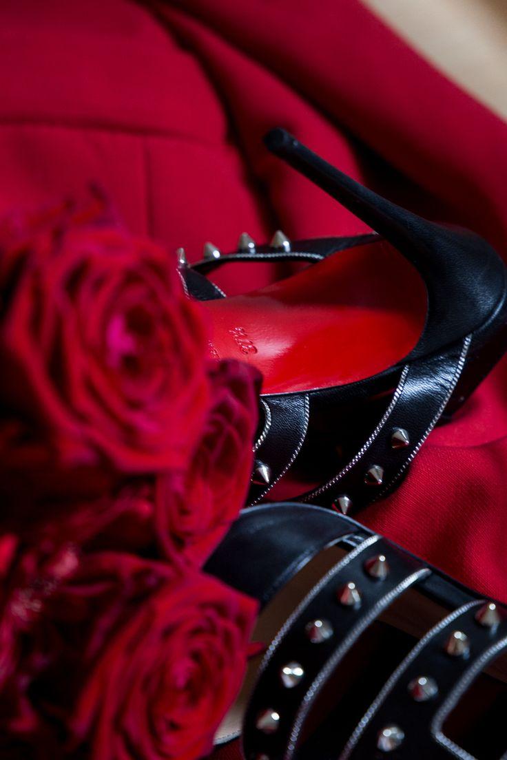 Louboutins / Christian Louboutin / High-Heels / rote Sohle / Fashion / Rosen / OOTD / Blumen / Schuhe
