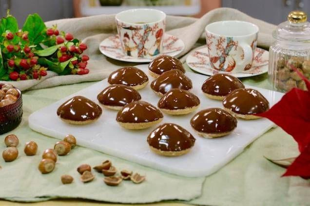 Recept på ljuvliga biskvier. Baka egna biskvier - testa Roy Fares recept på lyxiga klassiska bakverk.