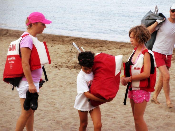 Al termine dell'uscita in #mare, tutti danno una mano per riporre le attrezzature... #leganavale #Ventotene #corsi