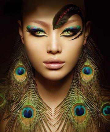 Beautiful alternative makeup, peacock inspired. <3