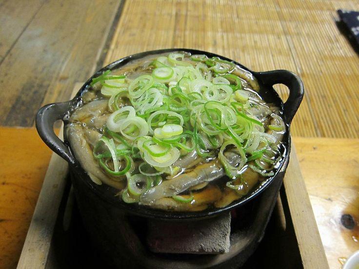 今や外国からの観光客が絶えない東京屈指の観光名所、浅草エリア。観光名所だけではなく、ご飯の美味しいお店もたくさんあります。そこで浅草を訪れた際には必ず食べて欲しい、オススメの浅草ランチスポットをご紹介します!なるべくラーメン・フレンチ・とんかつ等は省いて、浅草らしいランチを厳選しました♪ ■目次 1.なべ定食(駒形どぜう) 2.ざるそば(並木藪蕎麦) 3.たっぷり洋食ランチ(ヨシカミ浅草店) 4.特上カルビ(本とさや) 5.天丼(大黒家天麩羅本店) 6.すき焼き昼膳(浅草今半 国際通り本店) 7.洋食(カミヤレストラン) 8.どぜう鍋定食(どぜう飯田屋) 9.お染焼き(染太郎)...
