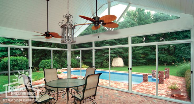 What A Beautiful Outdoor Screened In Room This Room Has A