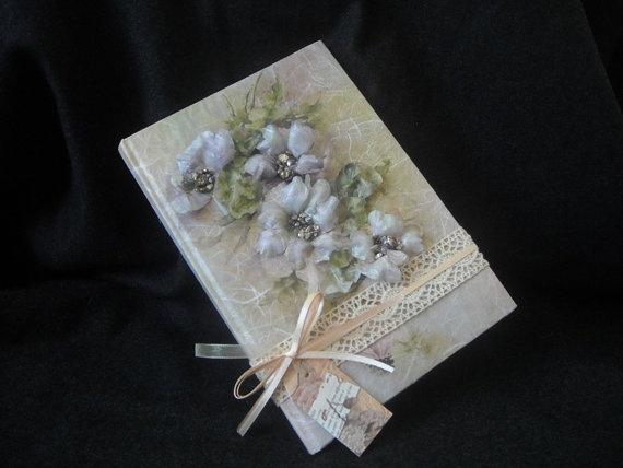 Handmade wedding guest book decorated with by FavorsAndMorebyFiona, €25.00