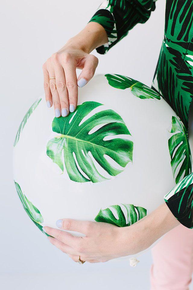 Ballons motifs feuilles.