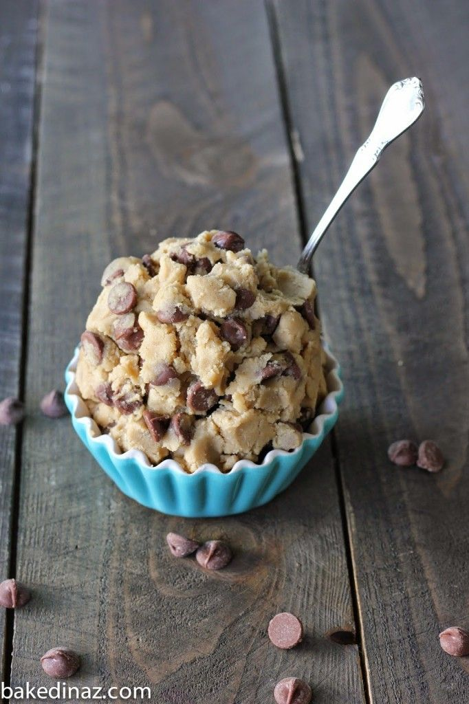Edible (Egg-less) Cookie Dough - safe to eat, just grab a spoon! No baking required! #cookiedough