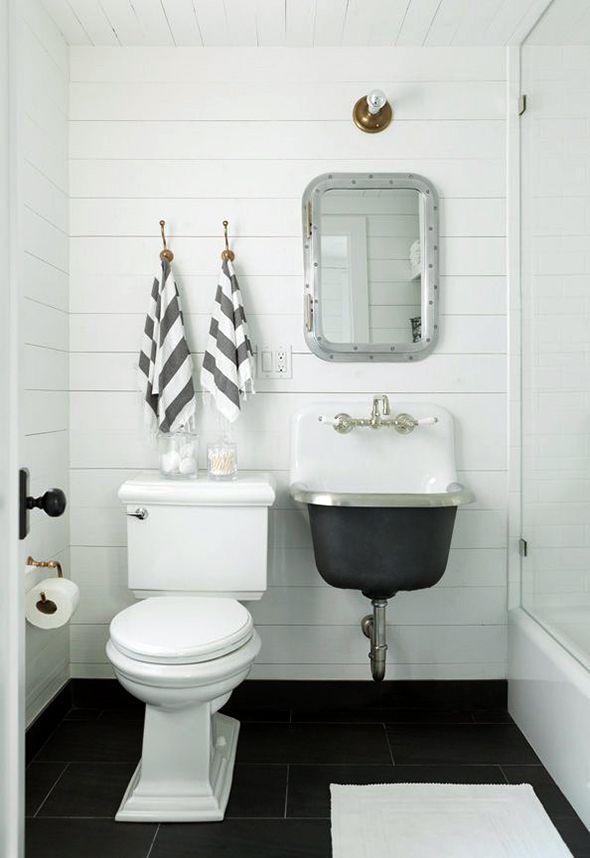 Beach House Bathroom Board Batten Walls Plank Wall Bathroom Cast Iron Sink Vintage Sinkvintage Blackblack White