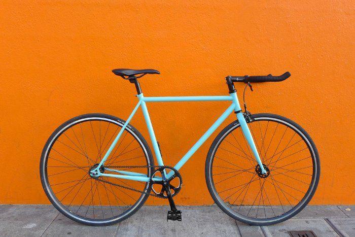 Bicicleta Fixie o Híbrida Celeste