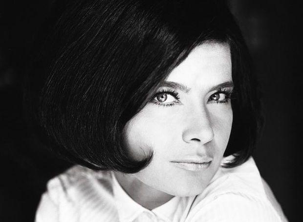 Τζένη Καρέζη (1936 – 1992): Ηθοποιός του θεάτρου και του κινηματογράφου. Γεννήθηκε στην Αθήνα το 1934 ως Ευγενία Καρπούζη...