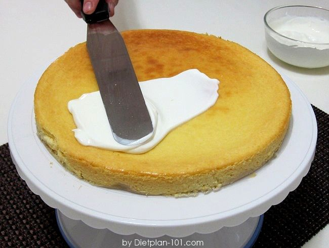 Crustless Cheesecake with Sour Cream Topping (for South Beach Phase 1) | Dietplan-101 Yields: 8 servings Ingredients: 1 lb (453 g) low-fat cream cheese (at room temperature) 16 pkts Splenda sweetener 1/4 tsp almond extract 3 eggs For topping: 1 cup fat-free sour cream 3 pkts Splenda sweetener 1 tsp vanilla extract Directions: Put a …