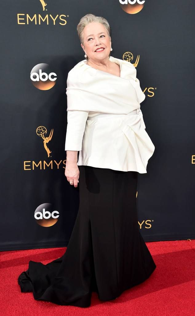 Kathy Bates From 2016 Emmys Red Carpet Arrivals Red Carpet Fashion Red Carpet Minnie Driver