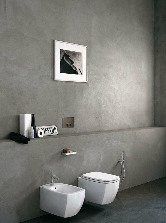 Muur achter toilet en douchewand geverfd