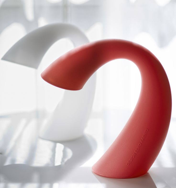 Swan-valaisin. Eero Aarnion suunnittelema Swan on nimensä mukainen tyylipuhdas kaunotar. Design Eero Aarnio