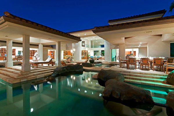 Tropical Gardens and Spectacular Design: Thousand Waves Holiday Villa in Hawaii