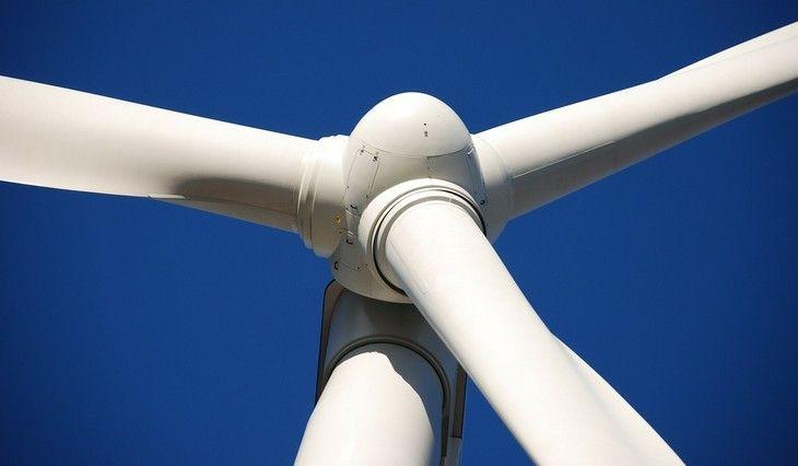 A energia renovável continua crescendo. Em 2016, 33% da energia produzida na Alemanha foi renovável, um aumento significativo de 6%.