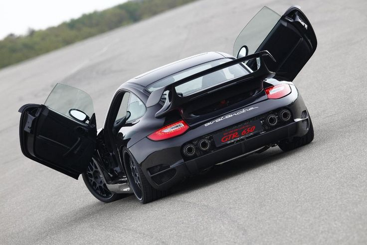 Based on the legendary Porsche 997 Carrera Turbo, the Gemballa Avalanche GTR 650 is a force of nature capable of burying everything in its path. One of the fastest production cars available, it boasts 660 hp and 820 Nm of torque, and covers the 0-100 kmph sprint in a breathtaking 3.1 sec.
