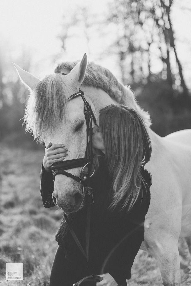 Luiza Almeida and white horse Vendaval on my blog! Check it out via www.christinalou.de/2016/03/luiza-almeida #dressage #horses #horse #olympics #love #horserider #horsepicture #luizaalmeida #christinalouisephotography #düsseldorf #winter #horsepictures #whitehorse #model #horsemodel #kisses