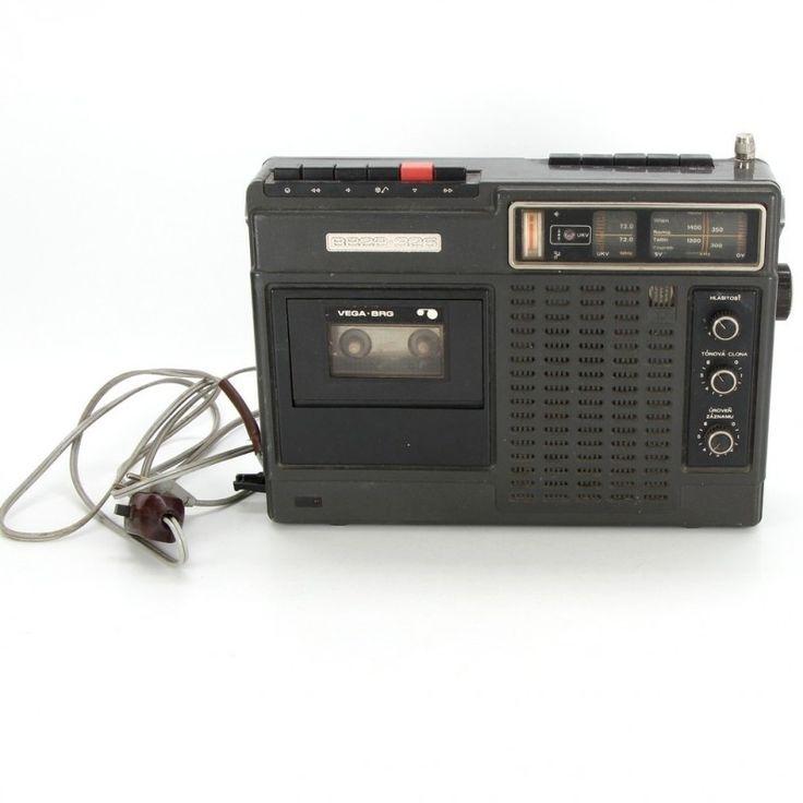 Přenosný radiomagnetofon Vega 326