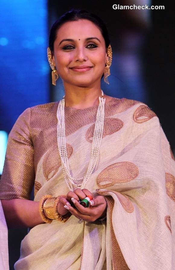 Rani Mukherjee in a gold and white sari with herringbones inside the paisley/botas. So innovative!