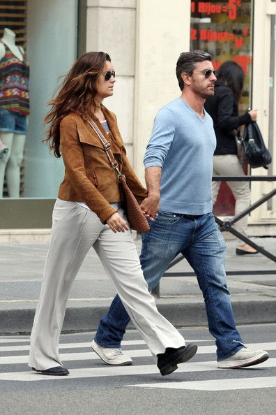 Cote de Pablo walking and shopping with her boyfriend Diego Serrano during a romantic afternoon in Paris, France.