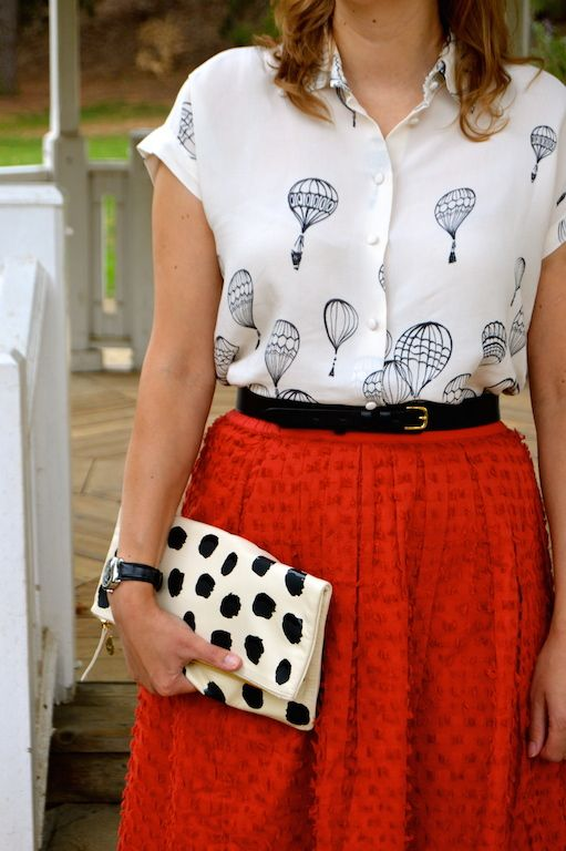 I love anything that has a whimsical or quirky print, so when I spotted this blouse adorned with hot air balloons from Zara last month there...