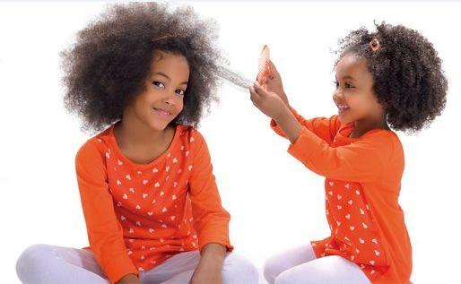 Un vaporisateur  hydratant pour démêler les cheveux des enfants (et adultes !) http://beautiful-boucles.com/un-vaporisateur-hydratant-pour-demeler-les-cheveux-des-enfants-et-adultes/