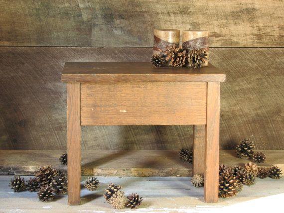 Vintage Holz Beistelltisch Hocker oder Lagerung von BridgewoodPlace