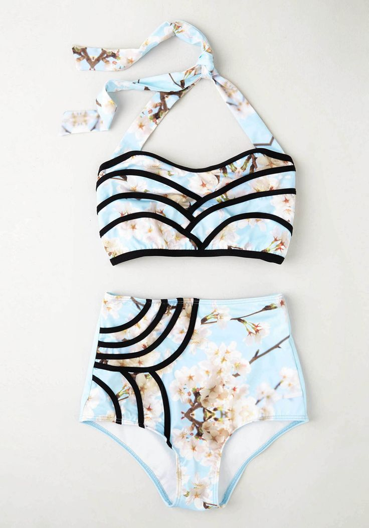 Set the Serene Swimsuit Top in Sky. A lagoon is the perfect cool-off spot, so today youre lounging on the shore in this patterned bikini! #blue #modcloth