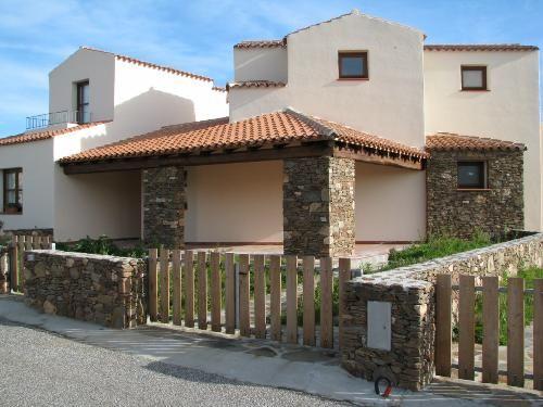Sardegna budoni vendesi villetta di testa su due livelli for Casa a due livelli