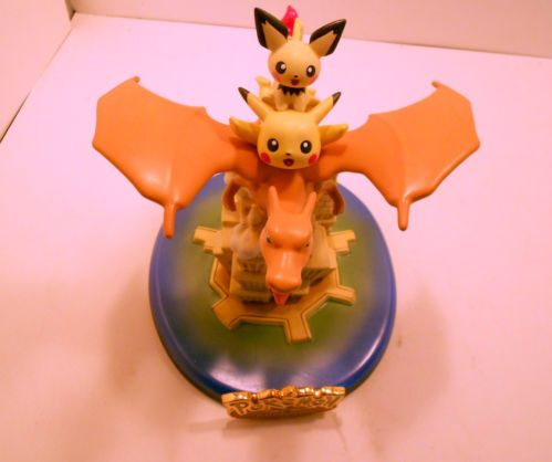 New Ceramic Statue Pokemon Flying Over Manhattan Charizard
