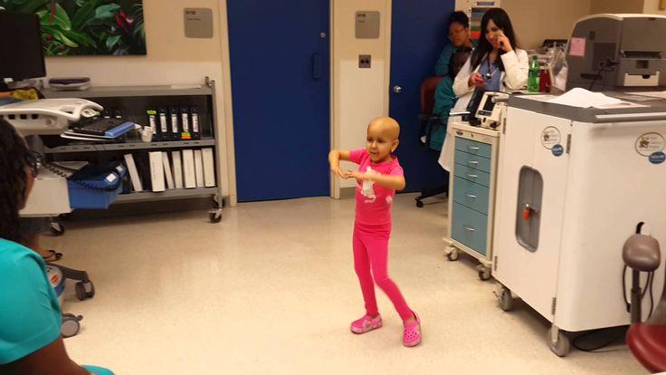 Carlos Vives le canta a niña zuliana que padece cáncer: VIDEOS Carlos Vives le cantó este jueves a Salma Richani, una niña zuliana que sufre de cáncer. Sus padres difundieron un video de la pequeña...