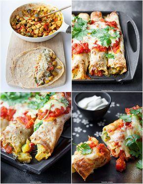 Naleśniki zapiekane z kurczakiem i warzywami, z sosem pomidorowym i serem