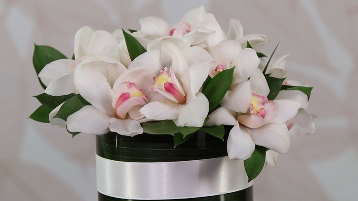simple large cymbidium orchids....  app florista3