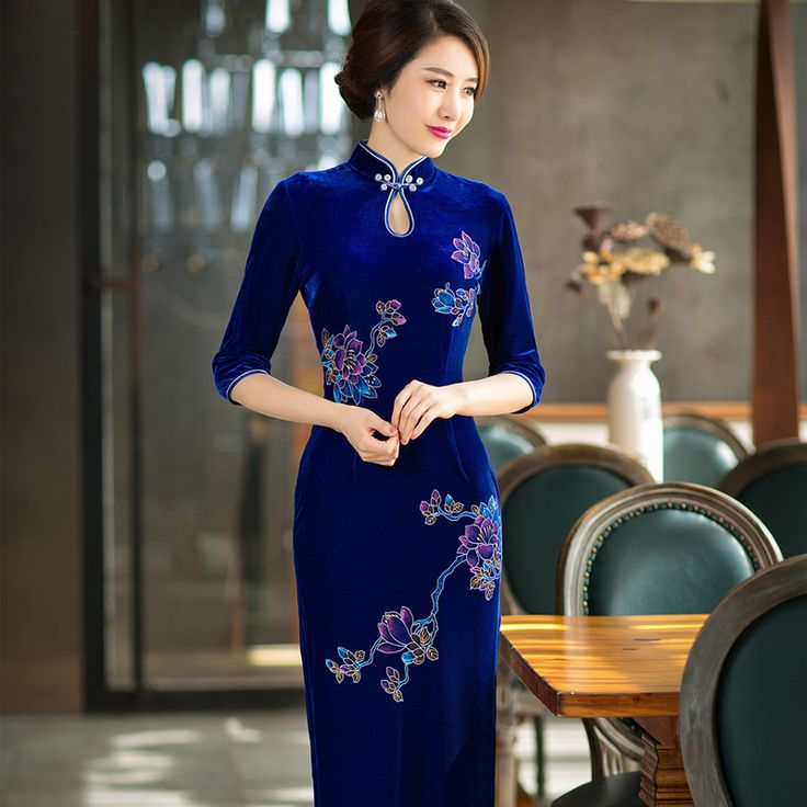 Shop elegant silk cheongsam, traditional Chinese red bridal dresses, sexy modernize Qipao from www.ModernQipao.com. Save 6% by share our products. Hand painted floral sapphire blue velvet long cheongsam dress