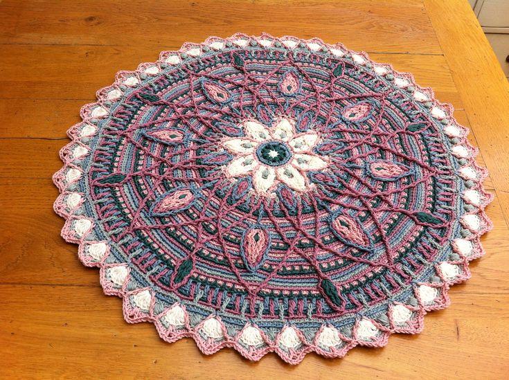 Mandala in overlay crochet