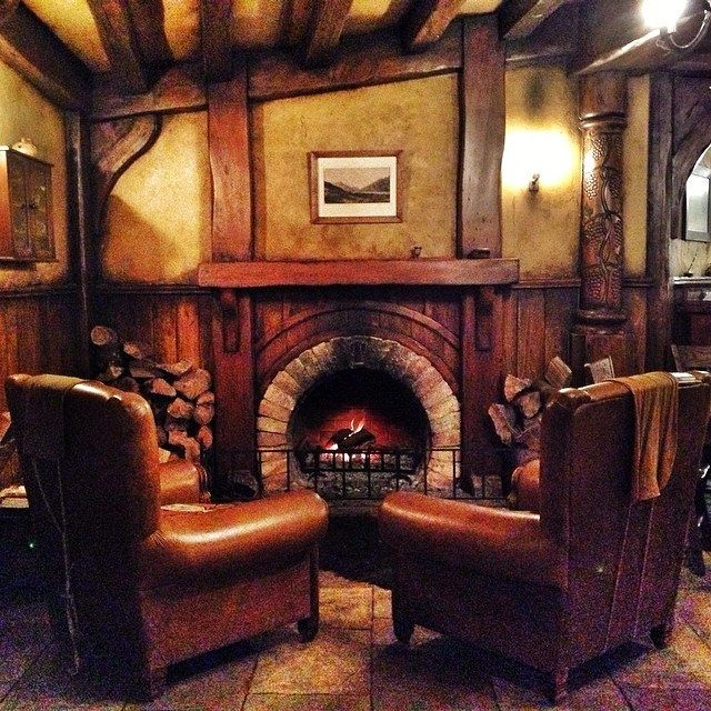 1383 best bag end and the shire images on pinterest for Hobbit house furniture